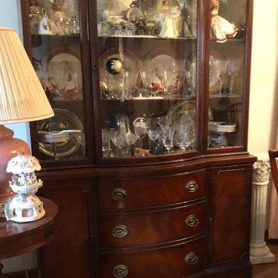 https://www.ebay.com/itm/124217936386MD2105 Duncan Phyfe Dexel China Cabinet / Hutch Local Pickup $175