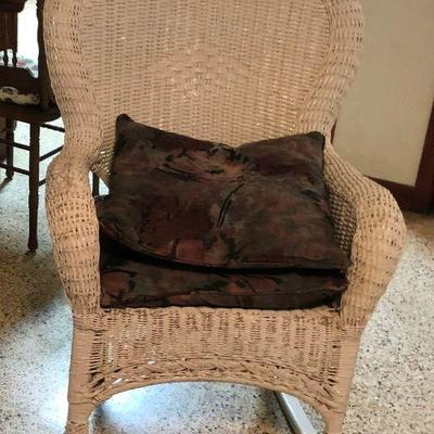 https://www.ebay.com/itm/124218754393MD2126: White Wicker Rocking Chair Local Pickup at Estate Sales $125.00