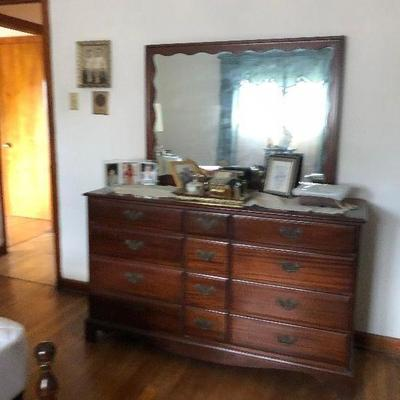 https://www.ebay.com/itm/114255185654MD2160: Cherry Early American Dresser with Mirror pickup at Estate Sale $125.00