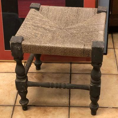 https://www.ebay.com/itm/114260168884	RG2106: Small Rush Ottoman Stool Local Pickup at Estate Sale