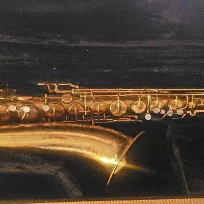 Vintage Martin Handcrafted Standard Tenor saxophone with case