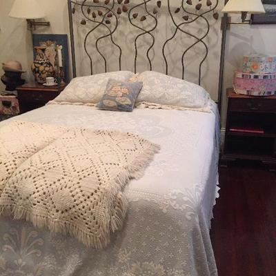 https://www.ebay.com/itm/114285539337PR106: Leaf Ornamental Queen Size Bed Frame (No Mattress) Estate Sale PickupAuction