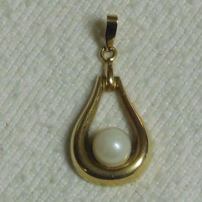 14 k Pearl Pendant