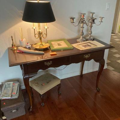 Q. A. style 2 drawer table