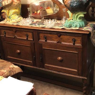 WL4005 https://www.ebay.com/itm/124268130260 WL4005: Oak Side Board Buffet Serving Cabinet Local Pickup Auction  Starts After 6PM...