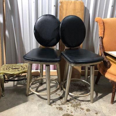 LAN9932 https://www.ebay.com/itm/124268192393 LAN9932: Mid Century Modern 2 Metal and Black Chairs Local Pickup Auction  Starts After 6PM...