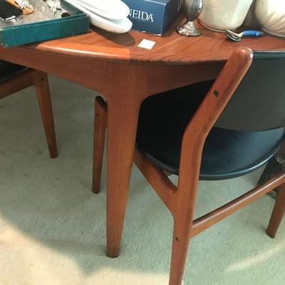 Mid Century dining room table with 6 chairs - Danish Teak
