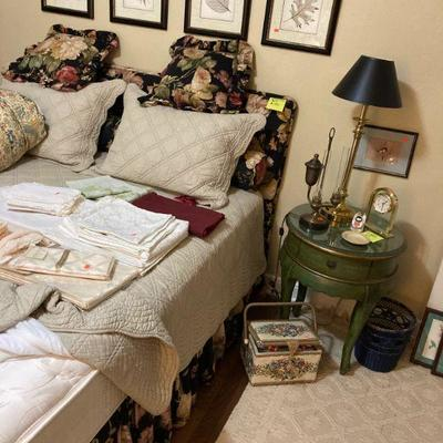 Next bedroom. Queen size bed and a pair of green end tables....somebody liked green!