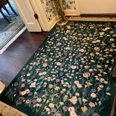 Machine made floral rug