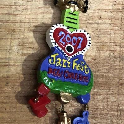 https://www.ebay.com/itm/114327359239WL7074: 2007 Michael Hunt New Orleans Jazz Festival Jazzfest Gaiter PinAuction