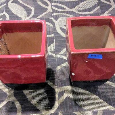 APB039 Two Ceramic Planter pots
