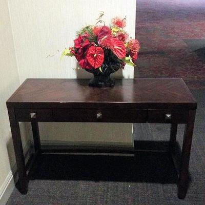 APB405 Entry Way Table & Floral Arrangement