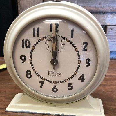 https://www.ebay.com/itm/124302669749LX2104: Vintage Eight-Day Broadcast Ingraham manual alarm clock ASIS - Not TestedAuction Start...