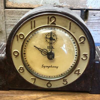 https://www.ebay.com/itm/114362287433LX2107: Vintage Lux Symphony manual alarm clock ASIS - Not TestedAuction Start after 08/19/2020 6 PM