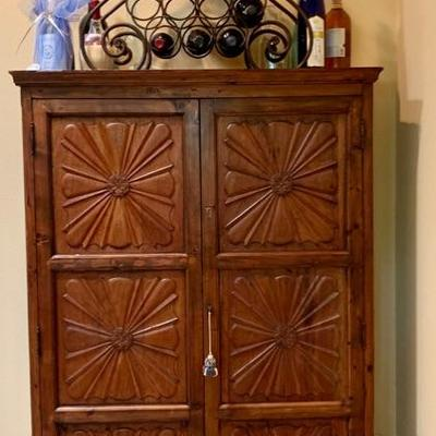European Country Linen Press/Cupboard with Shelves