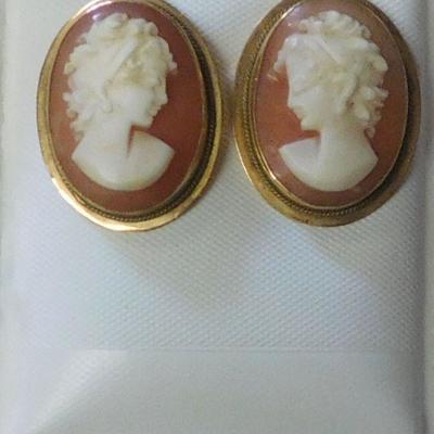 18 k Shell Cameo Earrings
