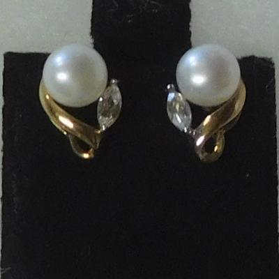 10 k Pearl Earrings