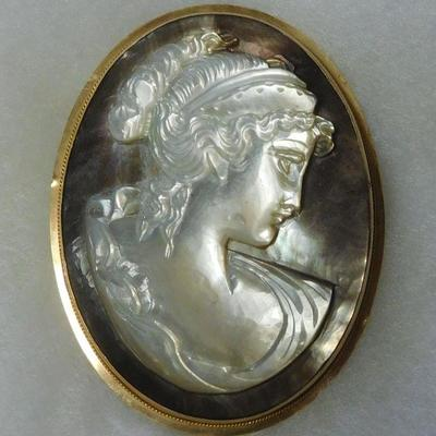 14 k Mother of Pearl Cameo Brooch/Pendant