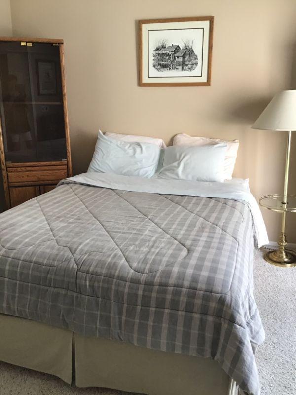 Queen bed $150