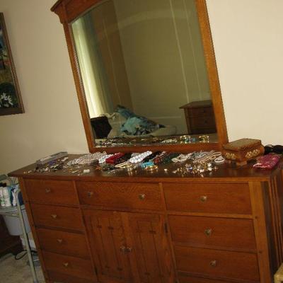 Thomasville Beautiful queen size bedroom suite, bed, dressers, mirror   BUY DRESSER AND MIRROR now  $ 295.00