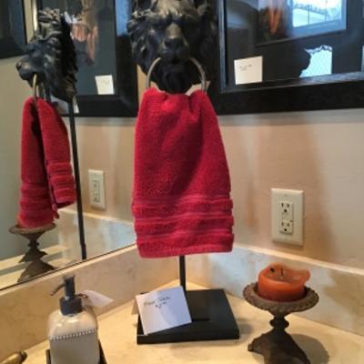 Lion head towel rack