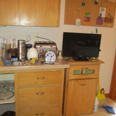Kitchen, TV & stand