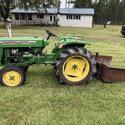 Yanmar YM2000 farm tractor with scoop. In use. 890 hrs. Make offer.