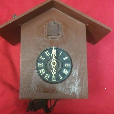 https://www.ebay.com/itm/124343066833	LX3018 VINTAGE WOOD & BRASS WEST GERMAN COO COO CLOCK FOR PARTS OR REPAIR	Buy-It-Now	 $22.99