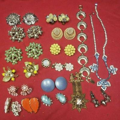 https://www.ebay.com/itm/114387005278	LX3001 LOT OF 18 PCS VINTAGE COSTUME JEWELRY CLIP ON EARRINGS, NECKLACES, ETC	Buy-It-Now	 $20.00