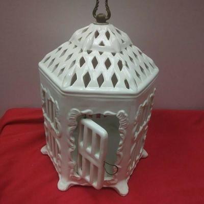 https://www.ebay.com/itm/124334087138	WL3102 VINTAGE DECORATIVE WHITE CERAMIC BIRD CAGE  	Buy-It-Now	 $22.99