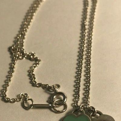 https://www.ebay.com/itm/114403235011	WL138 GREEN HEART MINI DOUBLE HEART LOCK NECKLACE STERLING SILVER TIFFANY & CO	Auction Starts...