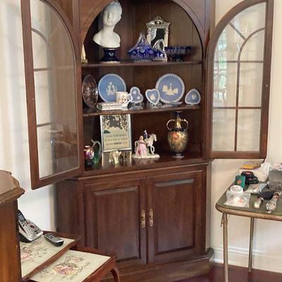 Arch door corner cupboard