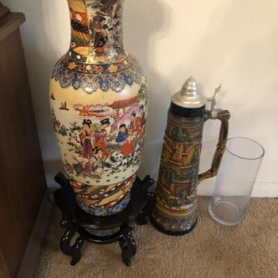 Large Asian vase and large stein