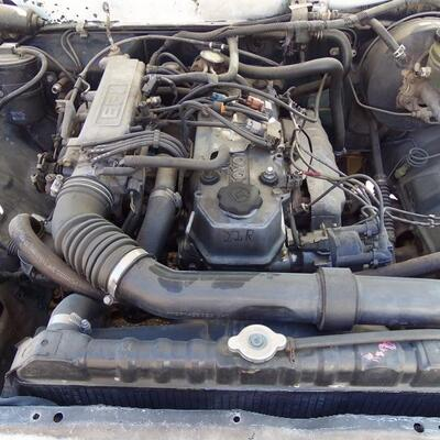 Toyota truck engine !  Turns on and runs great