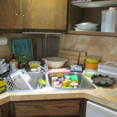 Pyrex nesting bowls & kitchen