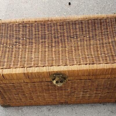 https://www.ebay.com/itm/124355359655LAR1002: Vintage Wicker / Rattan Shipping Trunk Pickup OnlyBuy-It-Now$95
