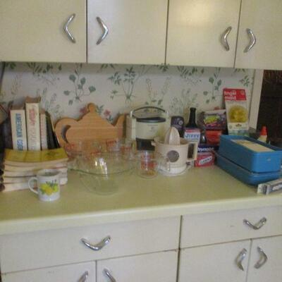 More kitchen.