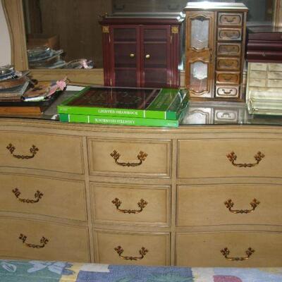 Huntley dresser with mirror   buy it now $ `145.00