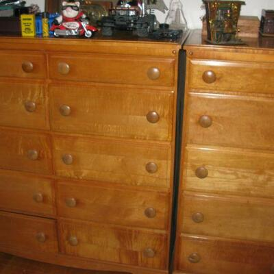 2 matching chest of drawers   buy it now $ 125.00 each