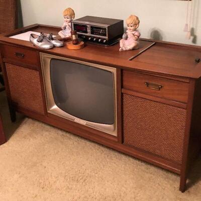 https://www.ebay.com/itm/114454867737TL0019 Vintage Mid Century Console Pickup OnlyBuy-It-Now $125.00