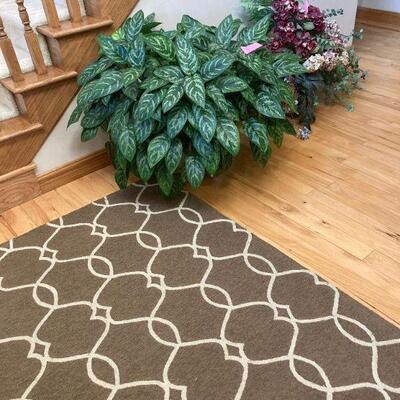 Fine entry way rug and artificial floral
