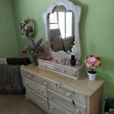 Part of entire bedroom set $550 all