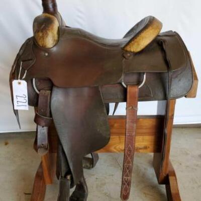 221  Simco Western Roping Saddle 15 1/2