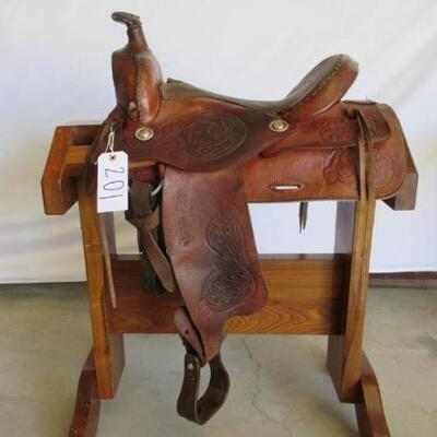 201  Cowboy Ranch Saddle Western Ranch Saddle. 16 inch seat.  Saddle complete with latigo, cinch and string ties. Saddle is in using...