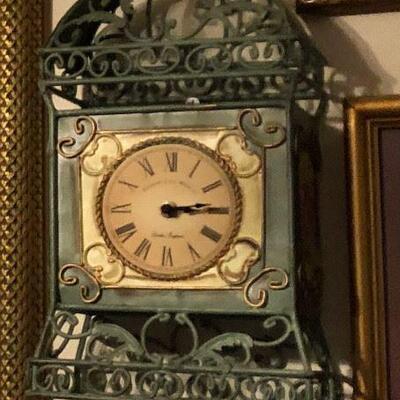 https://www.ebay.com/itm/114484044859WL2071 Green Metal Wall Clock Local Pickup Buy-It-Now  $20.00