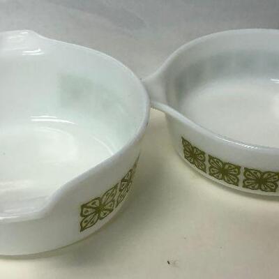 KG4003https://www.ebay.com/itm/124408688457KG4003 Vintage Pyrex 472 1.5 Pt 13 (2) Casserole Dish Press Print Green and White Americana...