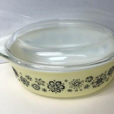 https://www.ebay.com/itm/114484062803KG4001 Vintage Pyrex 043 1.5 Qt 26 Casserole Dish Press Print Yellow and Black Americana...