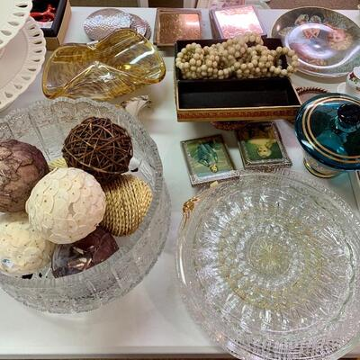 Crystal Bowl & 24 Double Row Pearl Napkin Rings plus great finds in this table !
