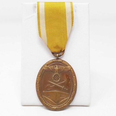 176  The West Wall Medal (or Deutsches Schutzwall-Ehrenzeichen in German) The West Wall Medal (or Deutsches Schutzwall-Ehrenzeichen in...
