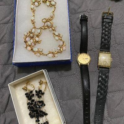 Beautiful Opal Necklace & earrings set